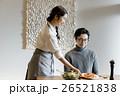 食事の準備をする女性 26521838
