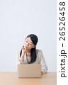ビジネスウーマン デスクワーク ノートパソコンの写真 26526458
