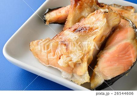 鮭カマの塩焼き 26544606