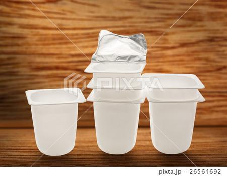 Empty plastic yogurt potsの写真素材 [26564692] - PIXTA