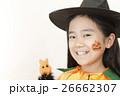 ハロウィンの仮装をする女の子 26662307