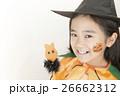 ハロウィンの仮装をする女の子 26662312