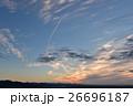 朝の空に『く』の字を描く 26696187