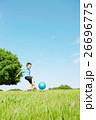 男の子 子供 公園の写真 26696775