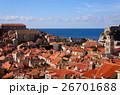 アドリア海のブルーと紅い屋根のコントラストが見事なドブロブニク旧市街 26701688