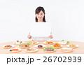 若い女性(料理-ホワイトボード) 26702939
