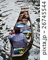 タイ バンコクのダムヌンサドゥアク水上マーケット 小舟を漕ぎながらココナッツジュースを売る女性 26745544
