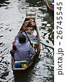 タイ バンコクのダムヌンサドゥアク水上マーケット 小舟を漕ぎながらココナッツジュースを売る女性 26745545
