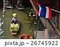 タイ バンコクのダムヌンサドゥアク水上マーケット タイ国旗と小船に乗りココナッツジュースを売る女性 26745922