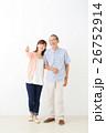 親子イメージ シニア男性・ミドル女性 26752914