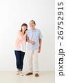 親子イメージ シニア男性・ミドル女性 26752915