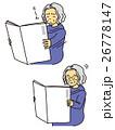 新聞を読むおばあさん 26778147