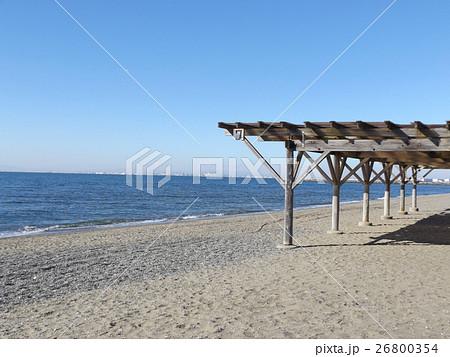 青い空に稲毛海岸のパーゴラ 26800354