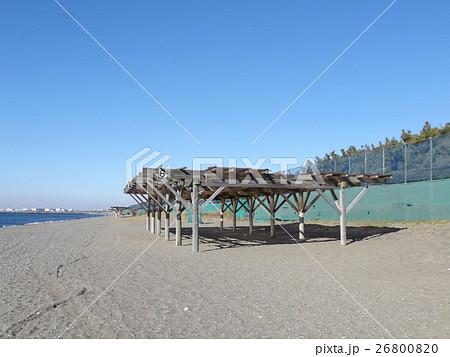 青い空に稲毛海岸のパーゴラ 26800820