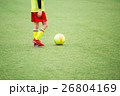サッカー サッカーボール 芝生の写真 26804169