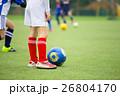サッカー サッカーボール 芝生の写真 26804170