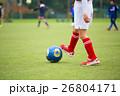 サッカー サッカーボール 芝生の写真 26804171