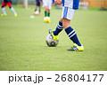 サッカー サッカーボール 芝生の写真 26804177