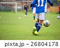 サッカーをする男の子 イメージ 26804178