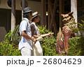 沖縄を観光するカップル シーサー 26804629
