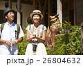 沖縄を観光するカップル シーサー 26804632
