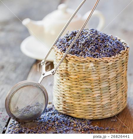 Lavender tea in basket, tea infuser and teapotの写真素材 [26826441] - PIXTA
