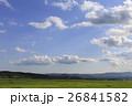 北海道 大空の下の牧草地 26841582