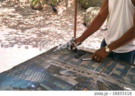 銃を持つ男 - フィリピン、ダバオの射撃場にて 26855518