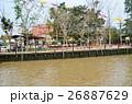 タイ バンコクのアムパワー水上マーケット 運河と運河沿いにあるタイ式お寺 26887629