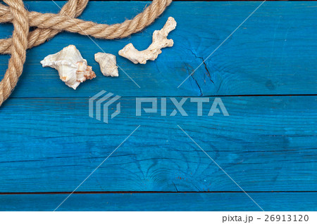 seashells and rope on blue boards, copyspaceの写真素材 [26913120] - PIXTA