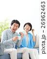 ミドル夫婦 寛ぐ 26962463
