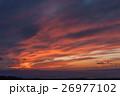 夕焼けに色付く雲 26977102