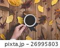 秋 落ち葉 コーヒーの写真 26995803