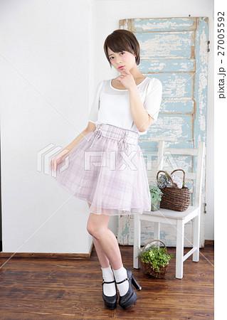 若い女性 ファッション ポートレート 27005592