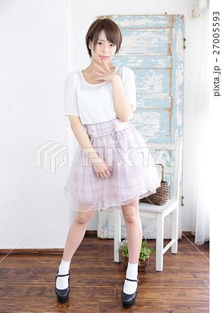 若い女性 ファッション ポートレート 27005593