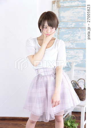 若い女性 ファッション ポートレート 27005623