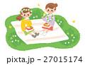公園でお弁当を食べる女の子 27015174