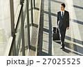 ビジネスマン 出張 空港の写真 27025525
