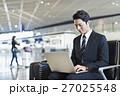 ビジネスマン パソコン 出張の写真 27025548