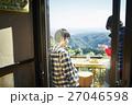 カップル 山登り 休憩 27046598