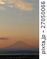 青空と富士山の夕景 27050066