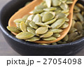 Close-up green pumpkin seeds in a black cup 27054098
