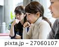 ミーティングをするビジネスウーマン ポートレート 27060107