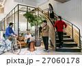 ビジネスマン ビジネスウーマン オフィスの写真 27060178