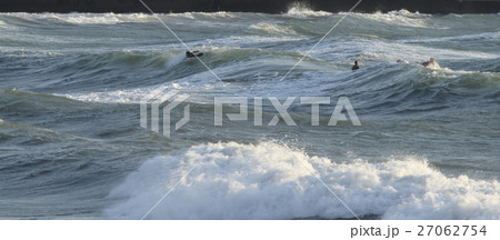 秋谷・立石海岸のサーフィン 27062754