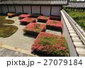 5月 サツキ咲く東福寺方丈の八相の庭 27079184