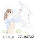 洗濯物を干す女性 27108782