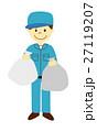 ゴミ袋を持つ作業員 27119207