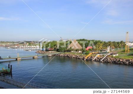 グアテマラ,最大の港、プエルト・ケツァル 27144569