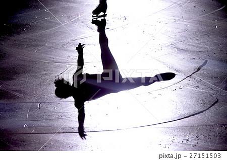 フィギュアスケートのシルエット 27151503
